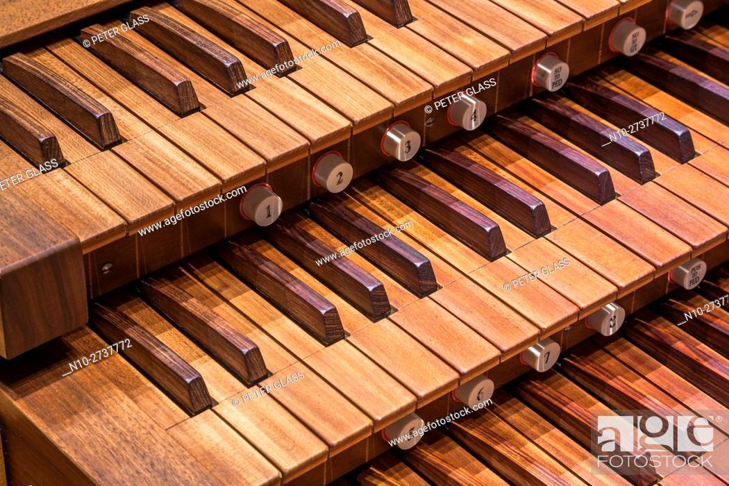 Photo de stock: Pipe organ keyboards.