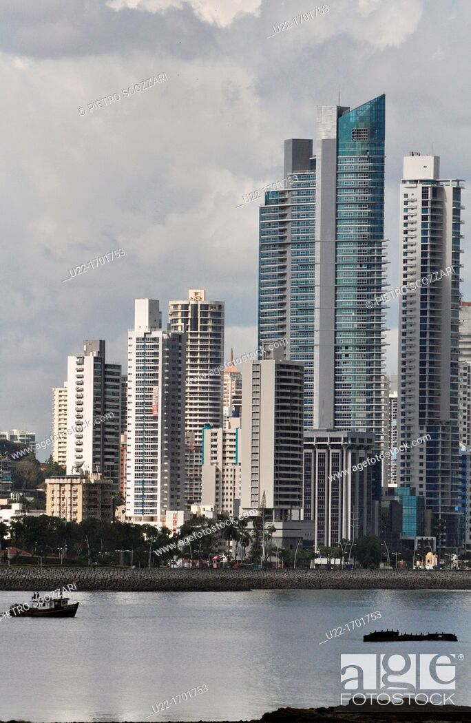 Stock Photo: Ciudad de Panamá Panama: the skyline of the modern city, seen from the Casco Viejo.