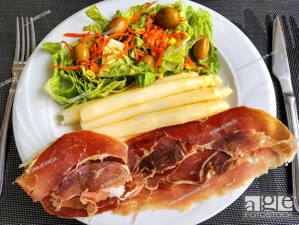 Stock Photo: Asparagus wioth ham and salad.