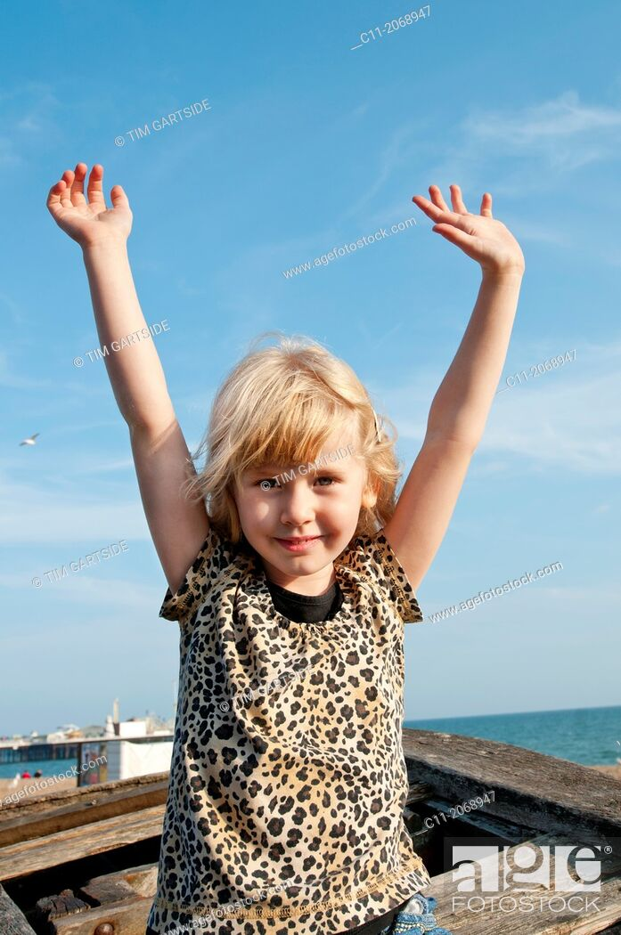 Imagen: young girl smiling and waving;Brighton, East sussex, England, Europe, UK.