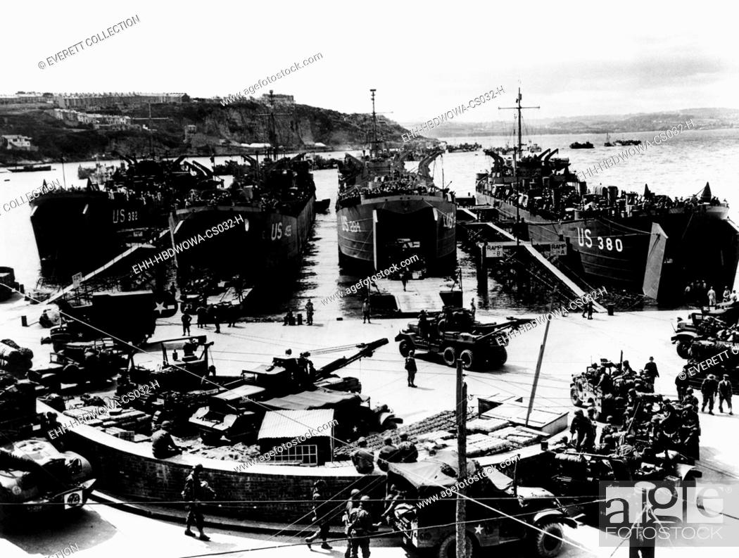 Stock Photo: American soldiers being loaded into barges in Plymouth, England for their voyage to Normandy, France. Courtesy: CSU Archives/Everett Collection.