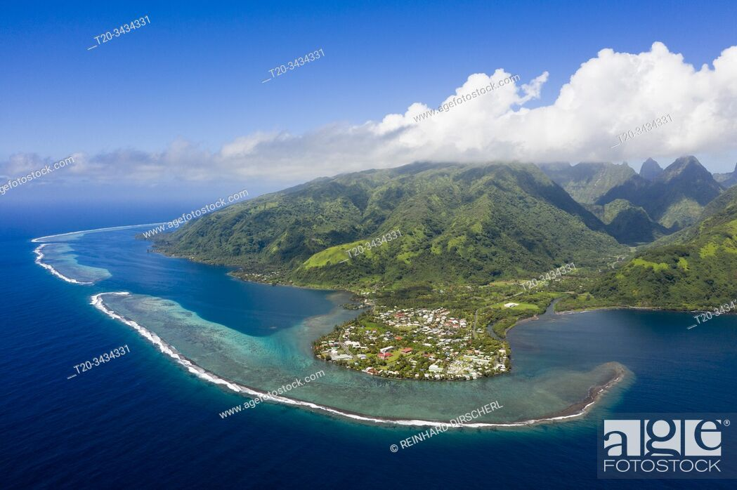 Imagen: Aerial View of Vaitephiha Valley, Tahiti, French Polynesia.
