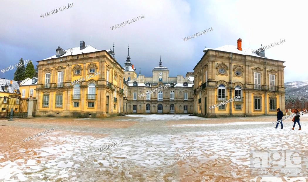 Imagen: Royal Palace in winter, panoramic view. La Granja de San Ildefonso, Segovia province, Castilla Leon, Spain.