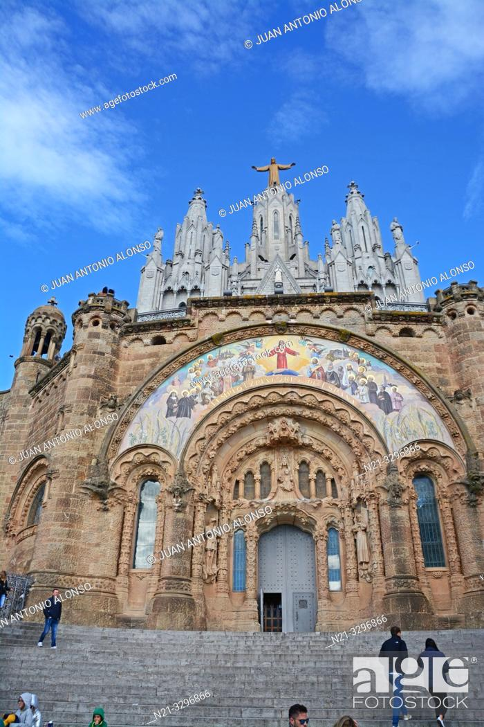 Imagen: The Sacred Heart of Jesus Church. Tibidabo Mountain, Collserola mountain range, Barcelona, Catalonia, Spain, Europe.