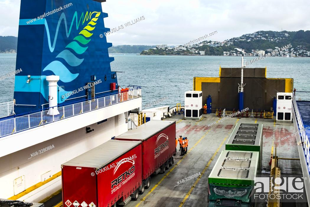 Imagen: Ferry from Wellington to Picton, New Zealand.