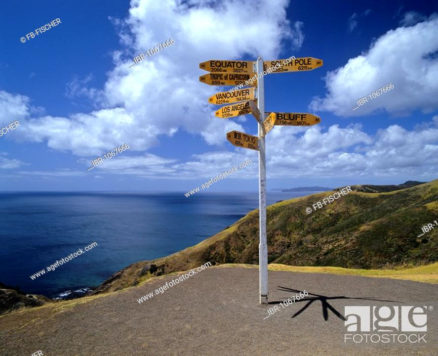 Stock Photo: Road sign displaying distances, northern tip, North Island, New Zealand.