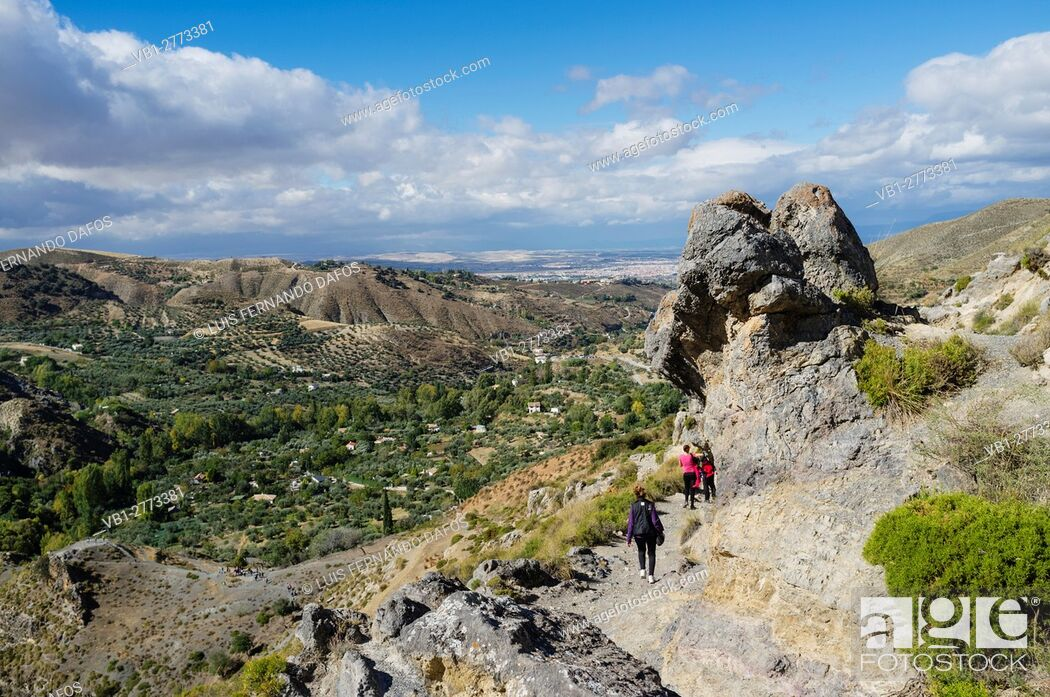 Imagen: Hikers at Los Cahorros trail, Monachil. Granada province, Andalusia, Spain.