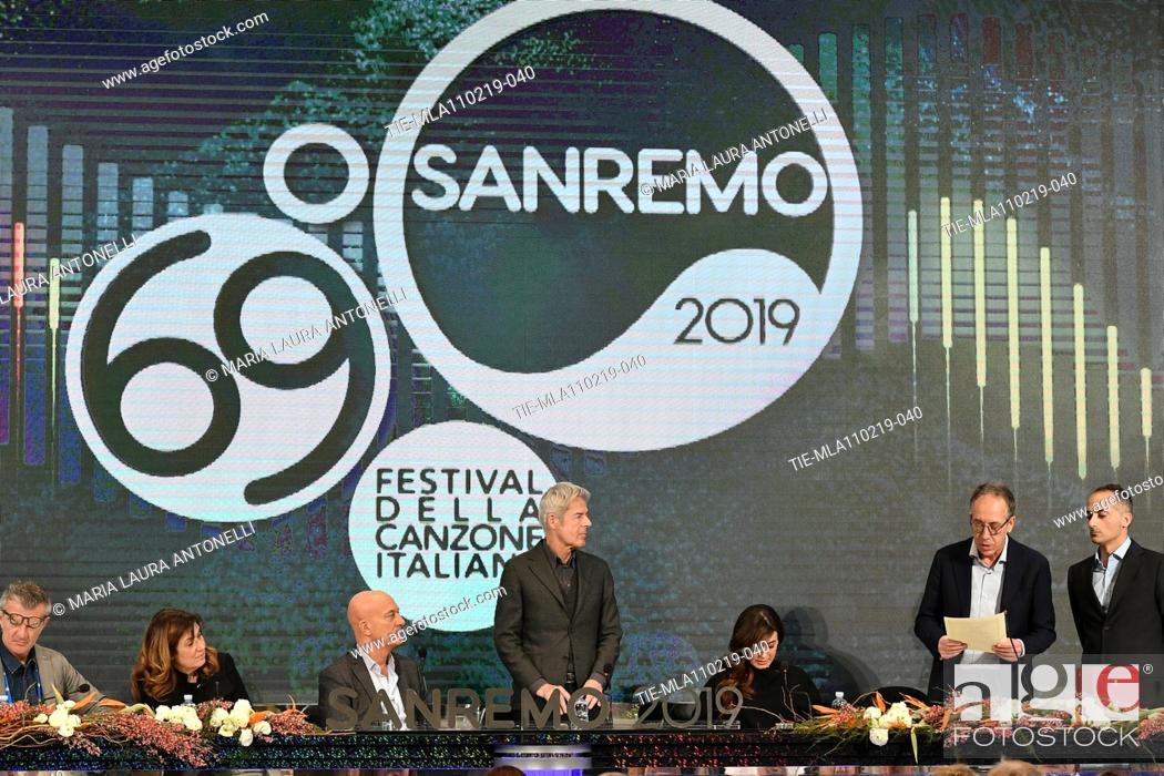 Imagen: Director of Rai 1 Teresa De Santis, Claudio Bisio, Claudio Baglioni, Virginia Raffaele, Mayor of Sanremo Alberto Biancheri during the final press conference of.