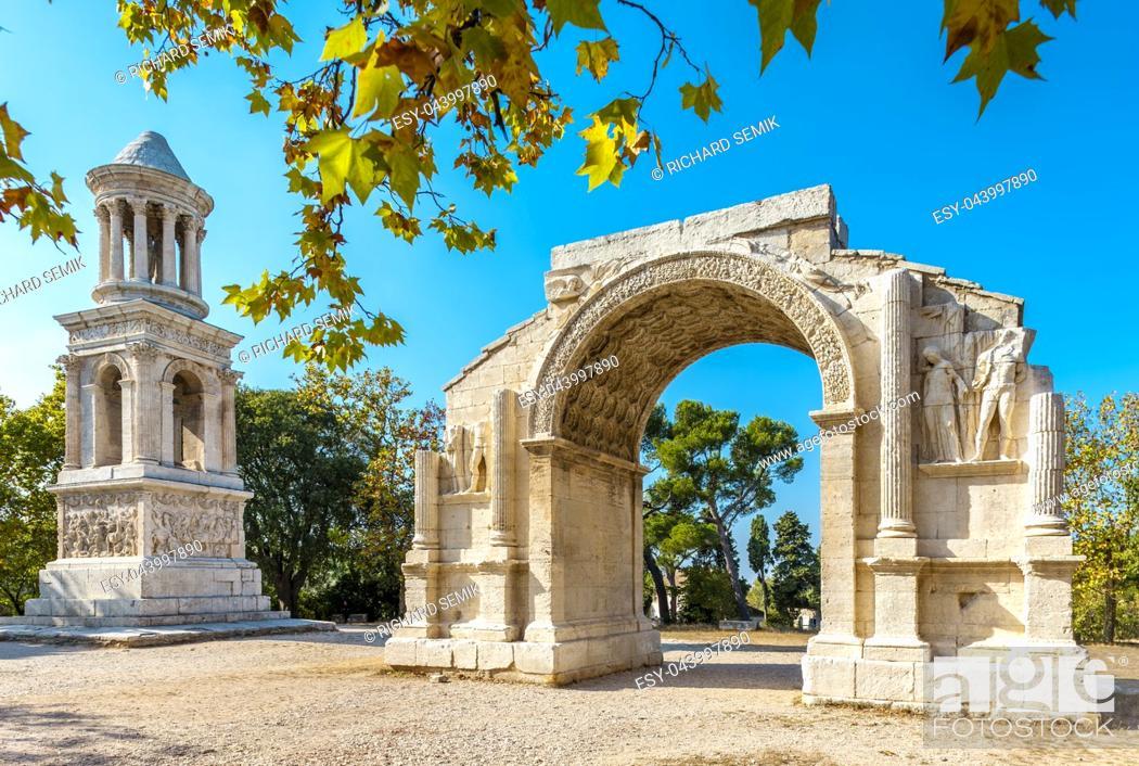 Imagen: Glanum in summer, Provence.