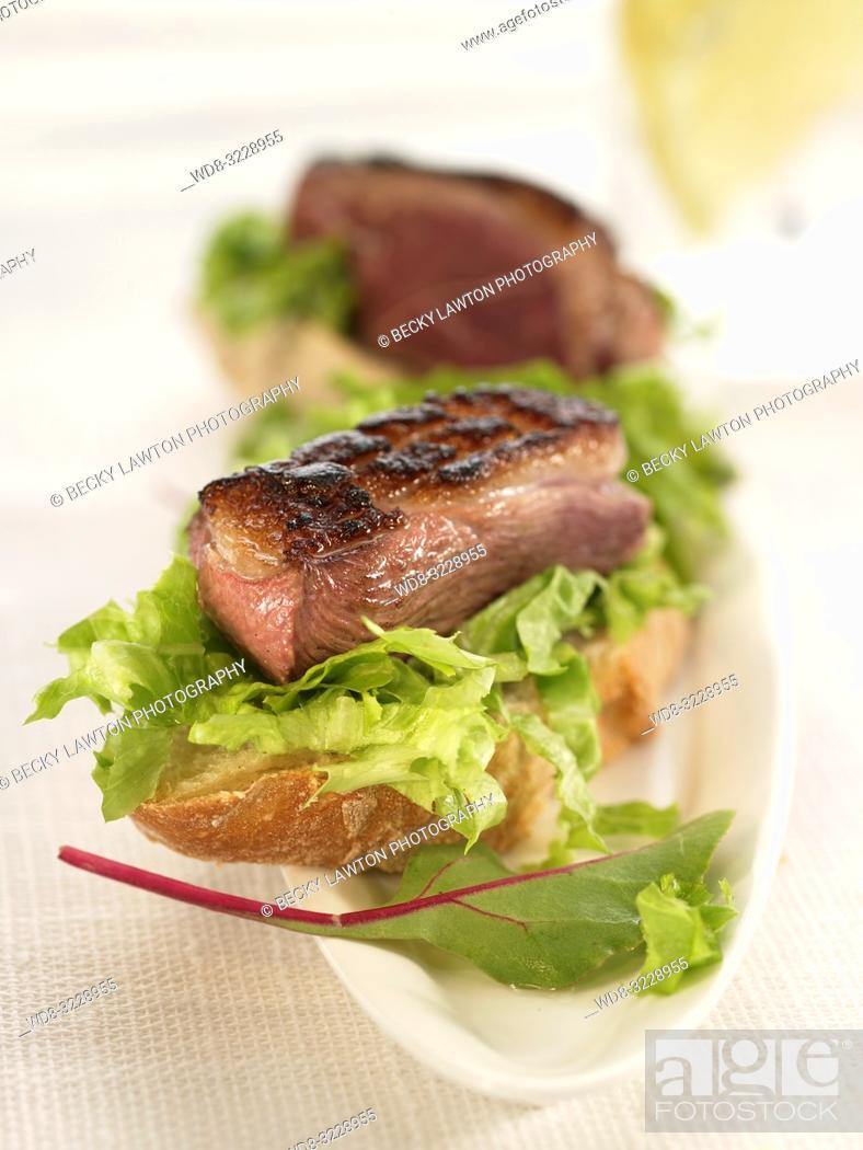Stock Photo: Montadito de magret de pavo, lechuga y compota de manzana / Montadito of turkey magret, lettuce and apple compote.