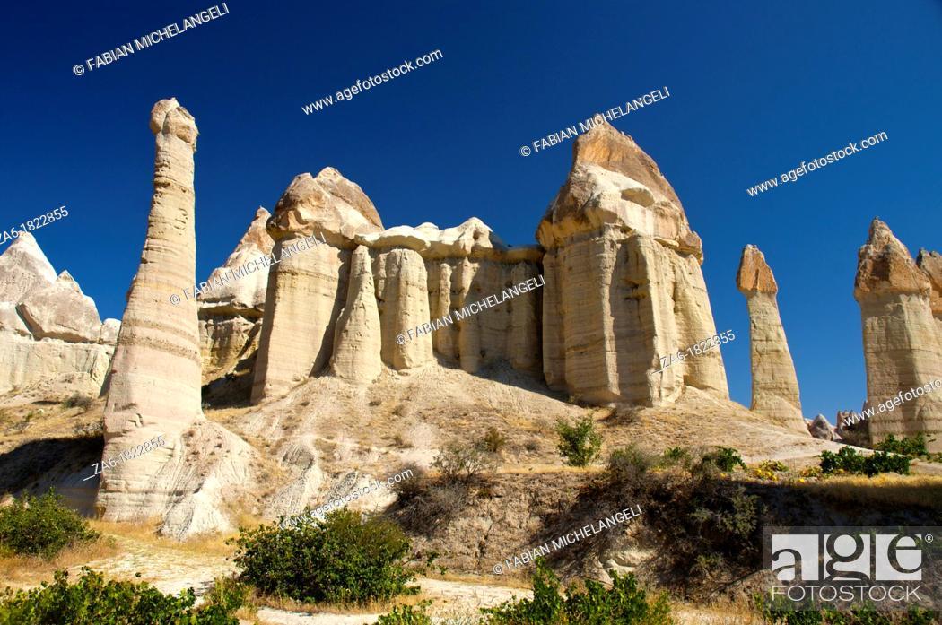Imagen: Fairy chimneys, Love Valley  Cappadocia, Central Anatolia, Turkey.