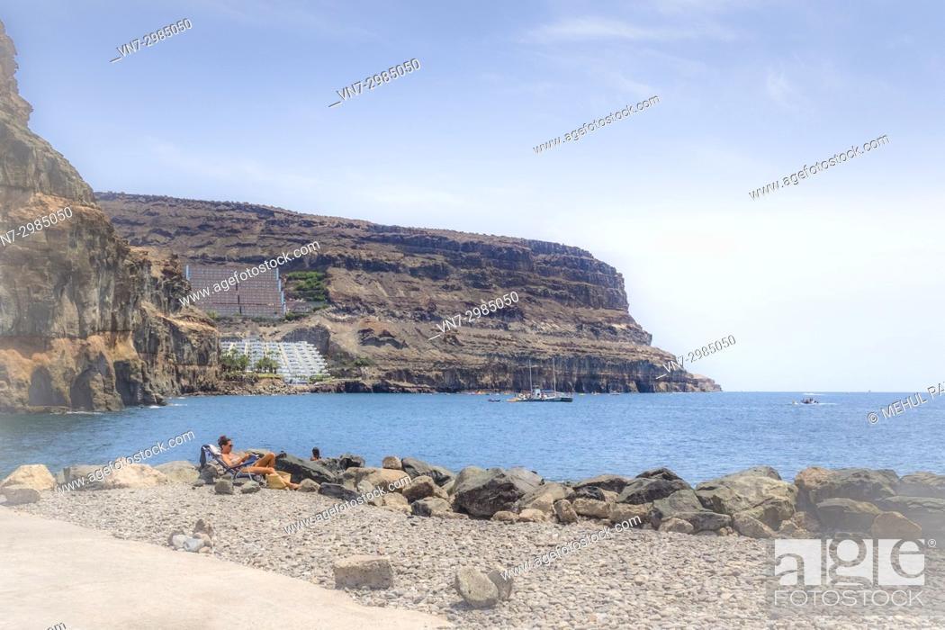 Imagen: Dreamy soft focus shot of rocky coastline of Puerto de Mogan and Puerto Rico, Gran Canaria, Canary ISlands, Spain.