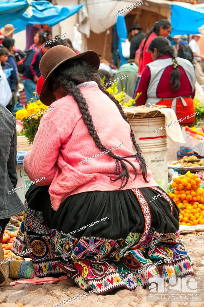 Stock Photo: Peruvian woman in Pisac market. Pisac. Cusco. Perú. Andes. South america.