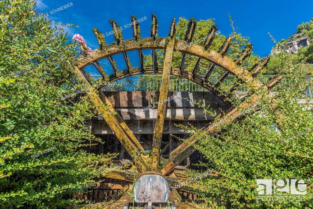 Imagen: France, Provence, Vaucluse, pays des Sorgues, Fontaine de Vaucluse, water wheel.