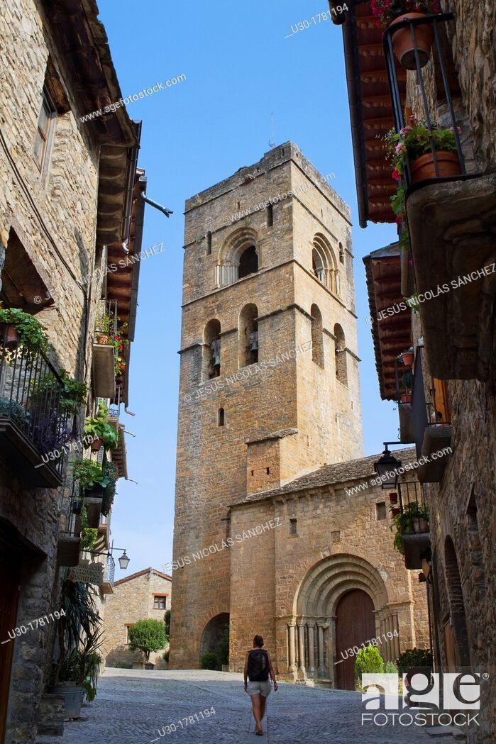 Imagen: Street and bell tower of the romanesque church of Santa Maria, in Aínsa, a medieval village in Sobrarbe region, declarated Historical-Artistic Site  Huesca.
