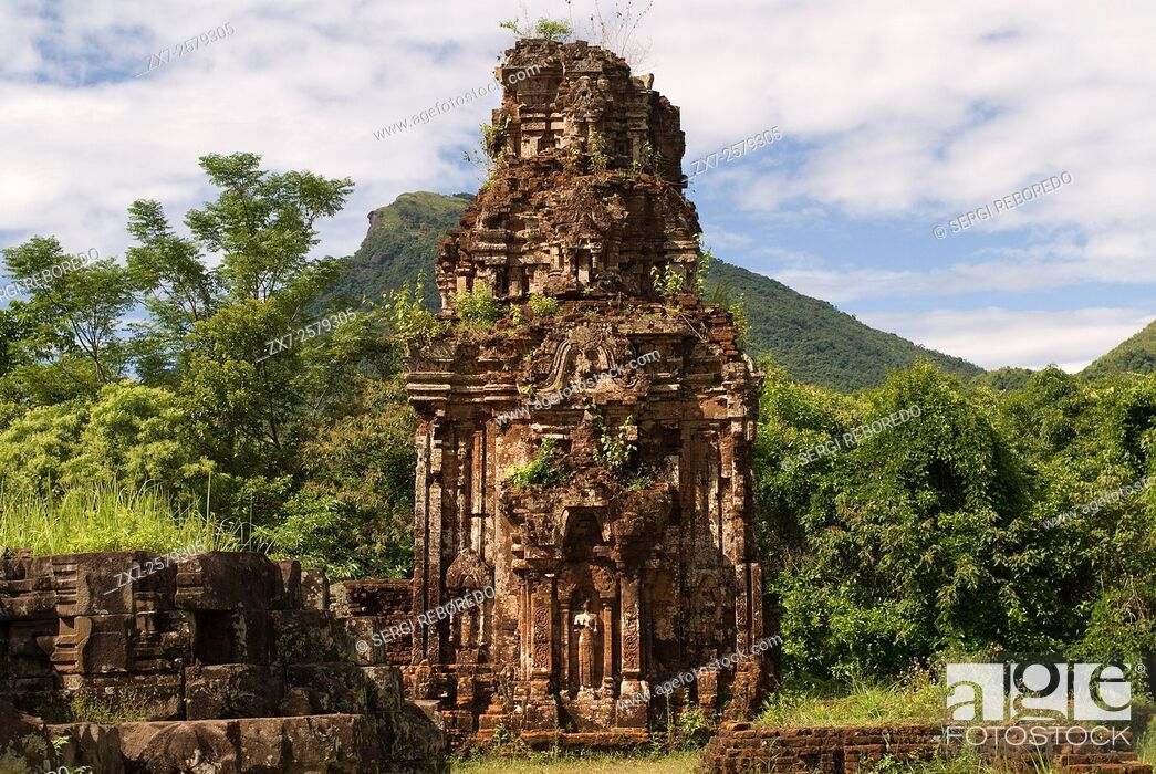 Imagen: My son. Ancient tower at a world heritage archeaological site of the Champa Kingdom. My Son archaeological site, Vietnam.