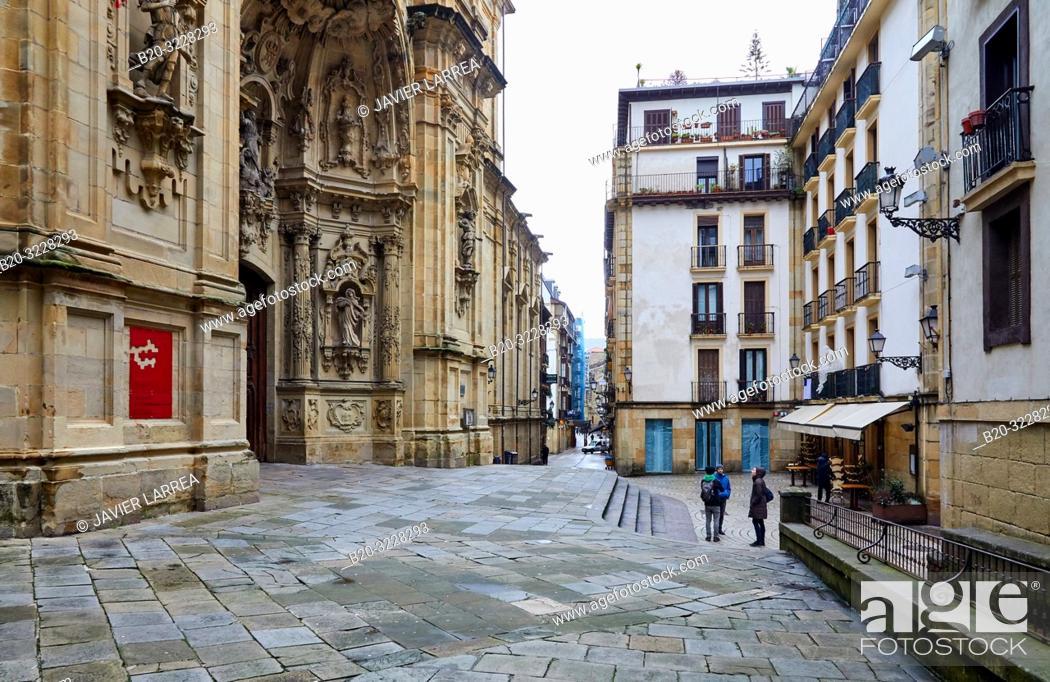 Stock Photo: Couple of tourists with a guide, Basílica de Nuestra Señora del Coro, Parte Vieja, Donostia, San Sebastian, Gipuzkoa, Basque Country, Spain, Europe.