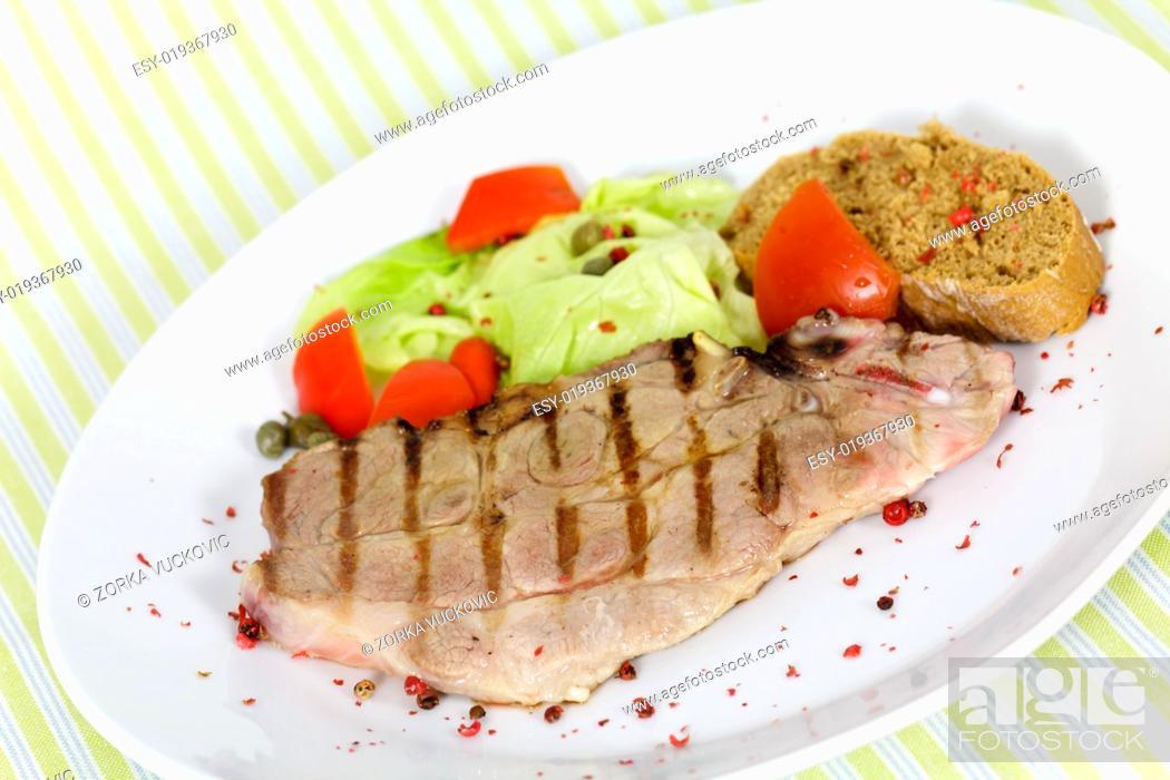Photo de stock: Grill, Hühnerbrust mit Feldsalat.