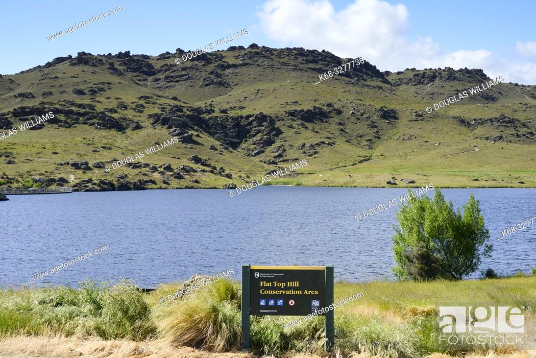Stock Photo: Flat Top Hill Conservation area, Otago, South Island, New Zealand.