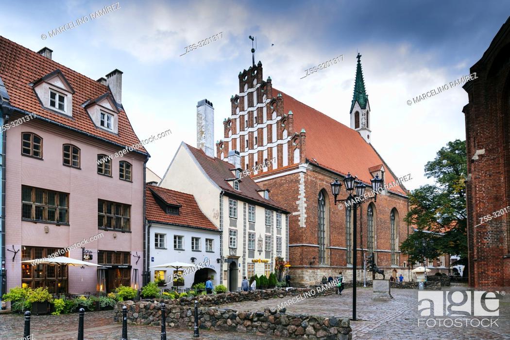Imagen: Riga Old City at nightfall. Riga, Latvia, Baltic states, Europe.