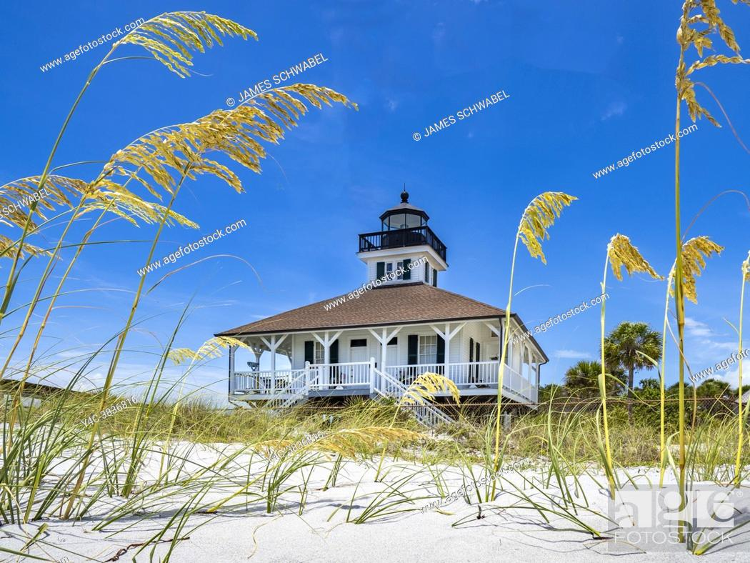 Imagen: Port Boca Grande Lighthouse and Museum, in Gasparilla Island State Park on the Gulf of Mexico in southwest Florida in the United States.