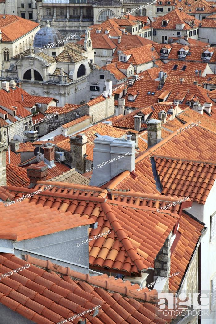 Imagen: Croatia, Dubrovnik, skyline, elevated view, roofs.