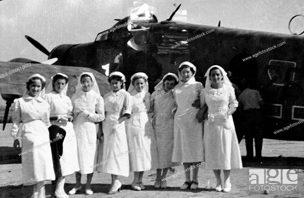 Imagen: Spanish Civil War 1936-1939: Portrait of a group of nurses during the parade of legionaries to Recajo (La Rioja), Logroño, shot 02/10/1938 by Lorandi Maurizio.