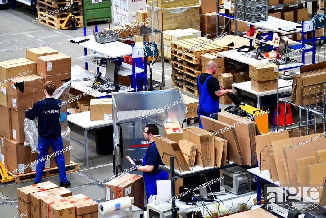 Stock Photo: 16 April 2020, Brandenburg, Großbeeren: Packing tables at the logistics service provider Rhenus Warehousing Solutions SE & Co. KG.