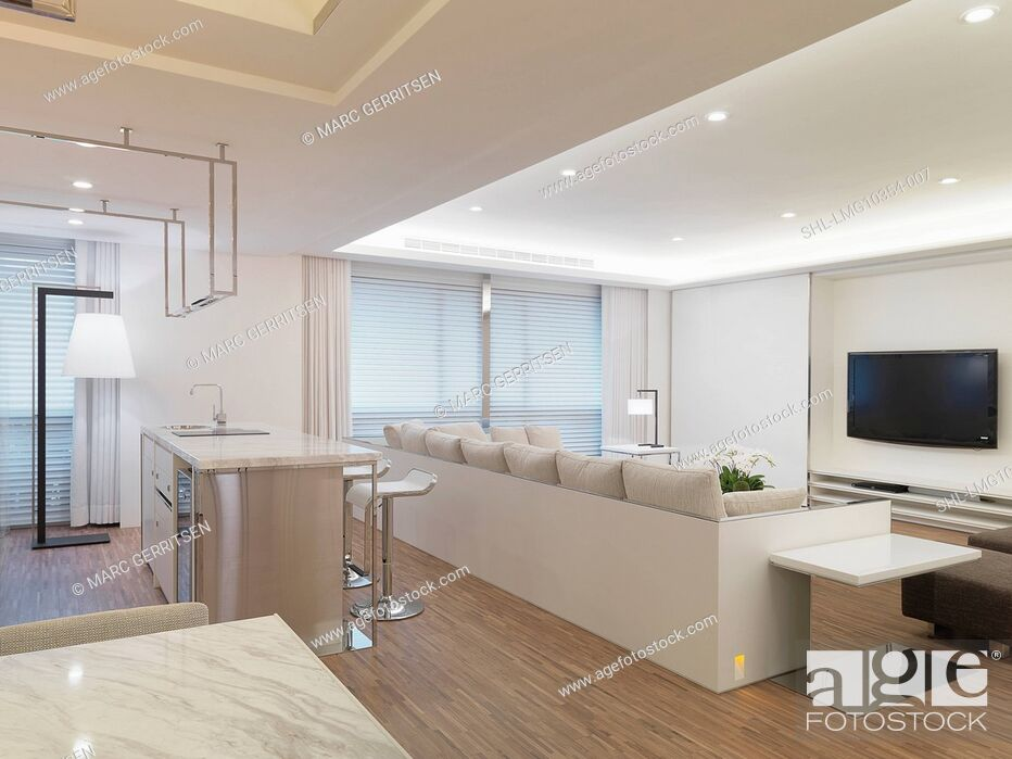 Imagen: Modern living room with white sectional sofa and bar.