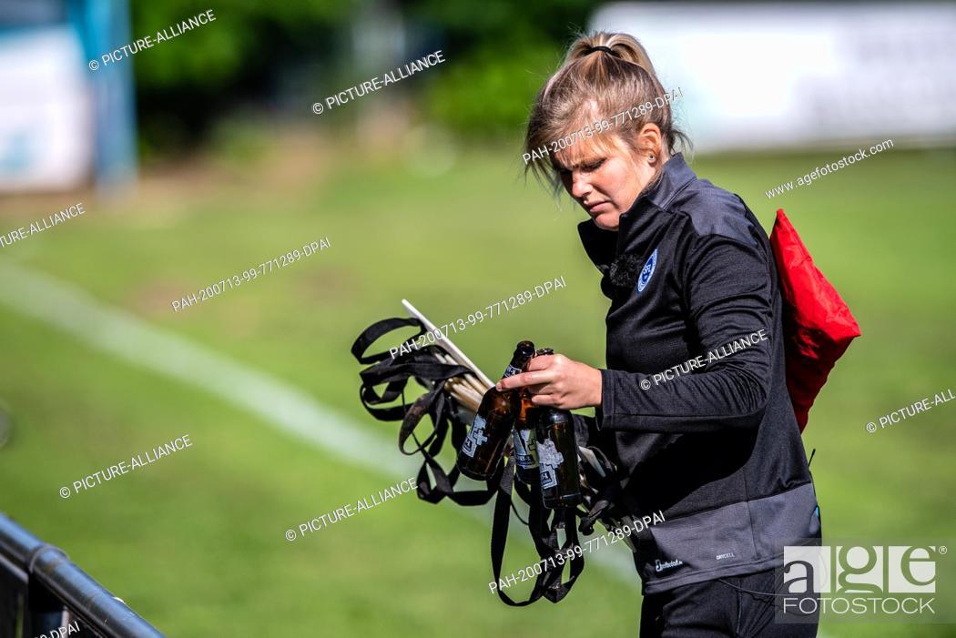 Imagen: 13 July 2020, North Rhine-Westphalia, Lotte: Football, Regionalliga - West: Imke Wübbenhorst, coach of Sportfreunde Lotte.