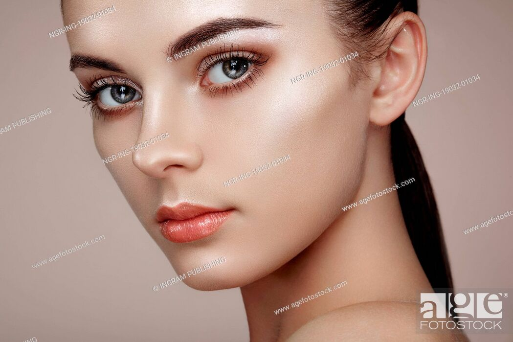 Stock Photo: Beautiful woman face. Perfect makeup. Beauty fashion. Eyelashes. Cosmetic Eyeshadow. Highlighting.
