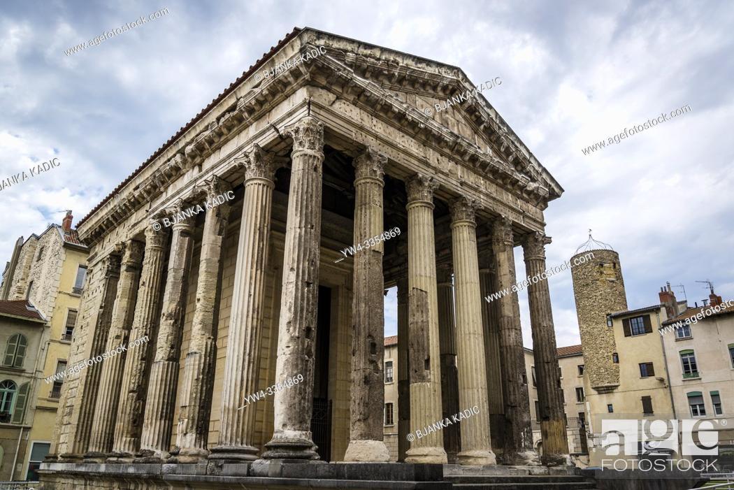 Photo de stock: Temple of Augustus and Livia, an original Roman temple, Vienne, France.