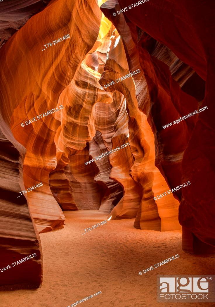 Imagen: beautiful colors and formations in Upper Antelope Canyon, Page, Arizona.