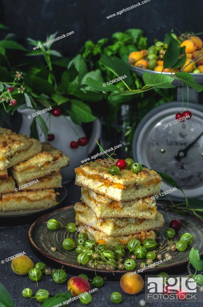 Photo de stock: Grated cake with apricots on a concrete surface. Dark background.