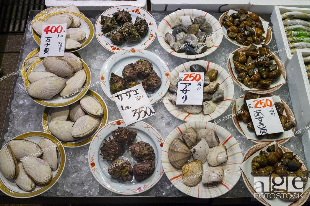 Photo de stock: Dishes with fresh diversity of sea shells on ice and price tags at the Omicho Market.