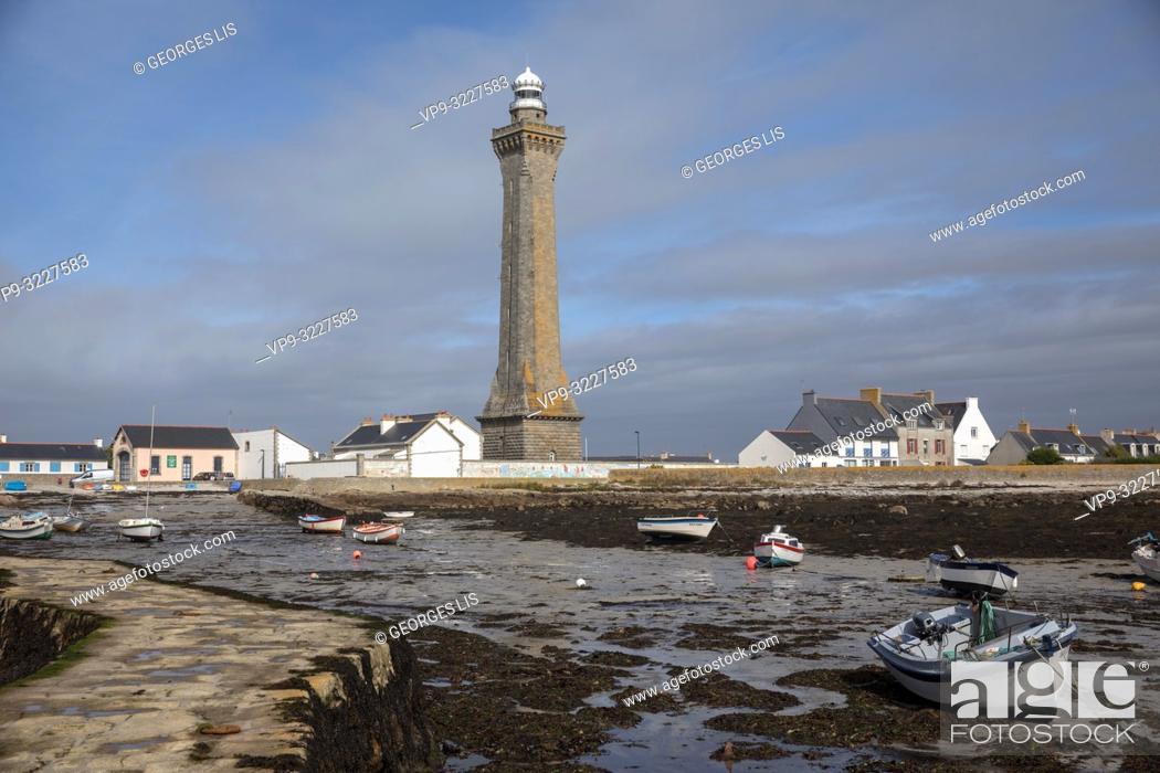 Imagen: Eckmuhl lighthouse, low tide, Penmarch, Atlantic Ocean, Finistere, Bretagne, France.