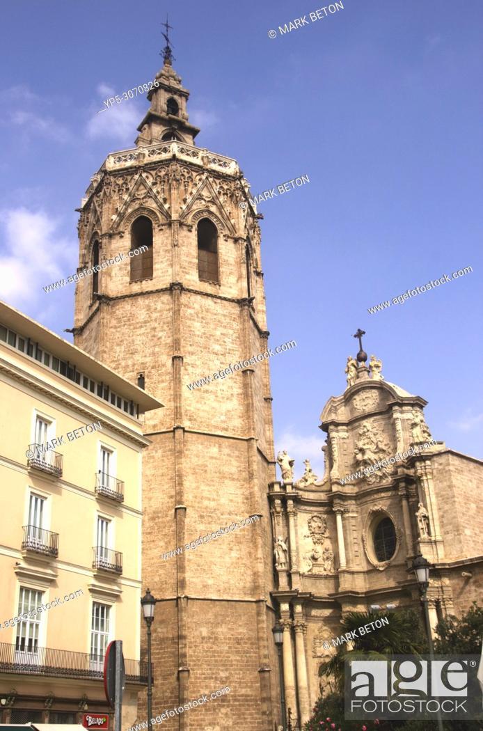 Stock Photo: Cathedral, Plaza de la Reina, Valencia, Spain.
