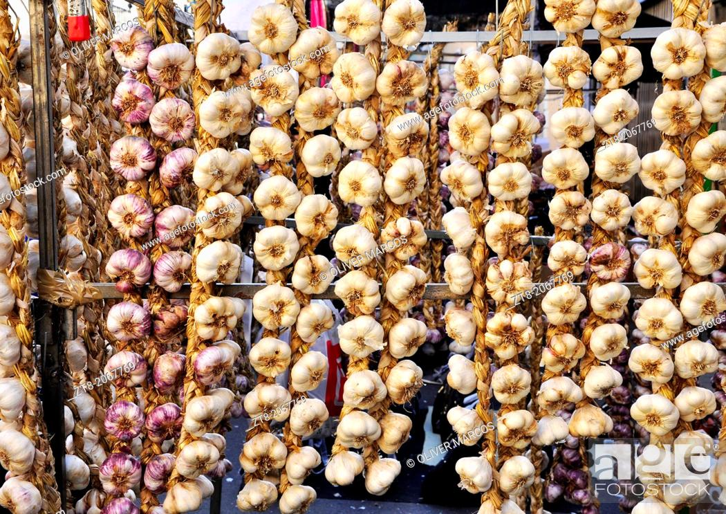 """Imagen: Garlic strings photographed during the """"Feriona"""" in Boñar. Leon Province, Spain. This fair is held once a year for the local people to buy commodities for the."""