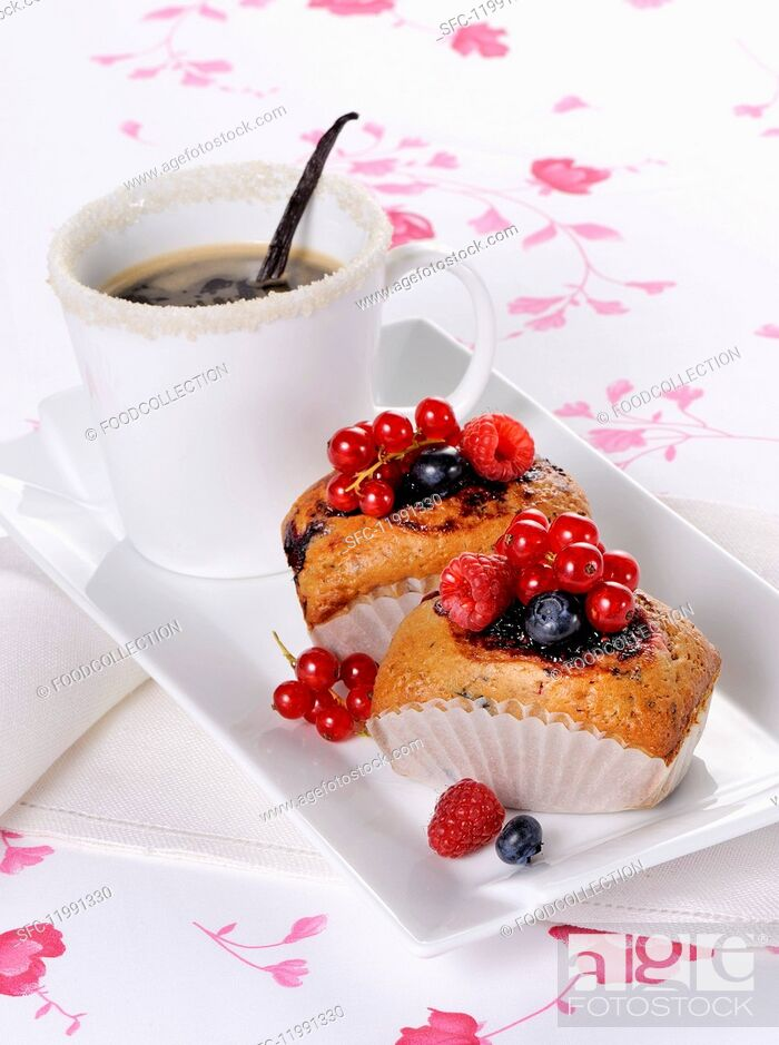 Stock Photo: Small berry cakes and coffee.