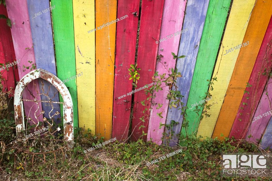 Stock Photo: USA, Florida, Ocala National Forest, Barberville, rainbow-painted fence.