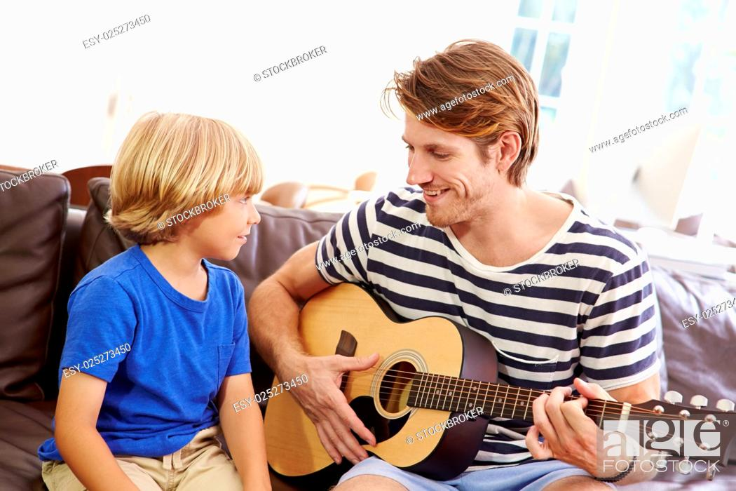 Imagen: Father Teaching Son To Play Guitar.