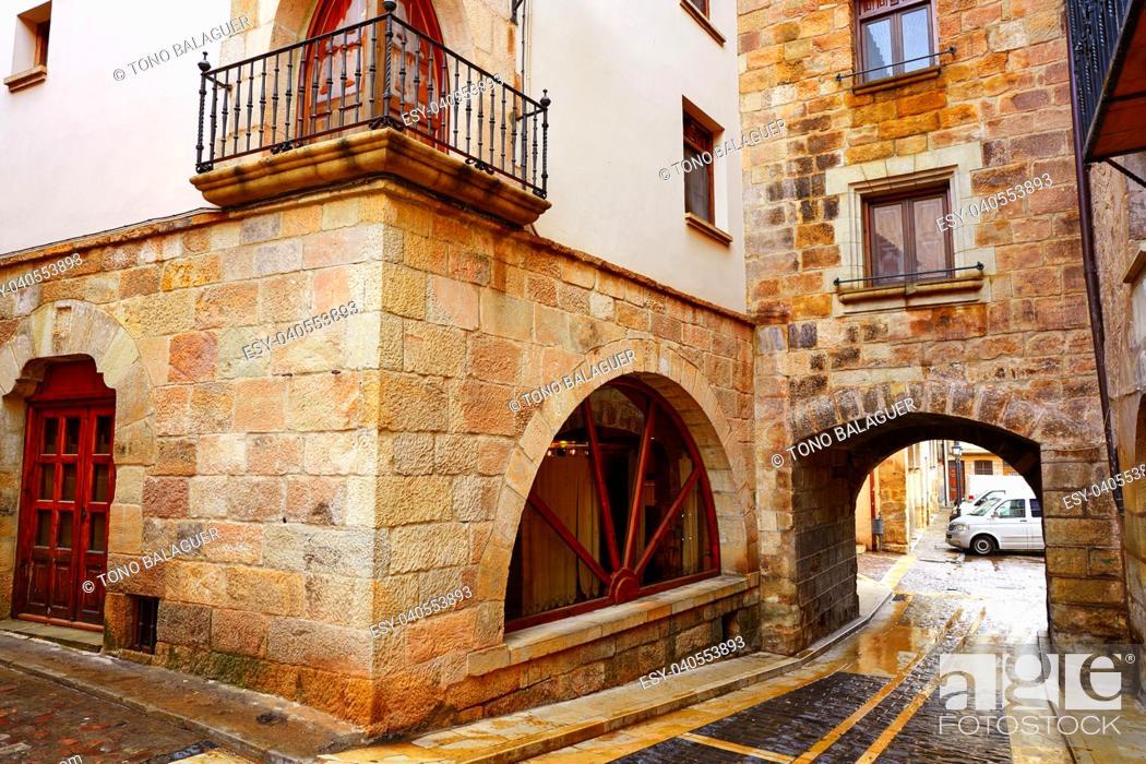 Imagen: Mora de Rubielos village in Teruel Spain located on Gudar Javalambre Sierra.