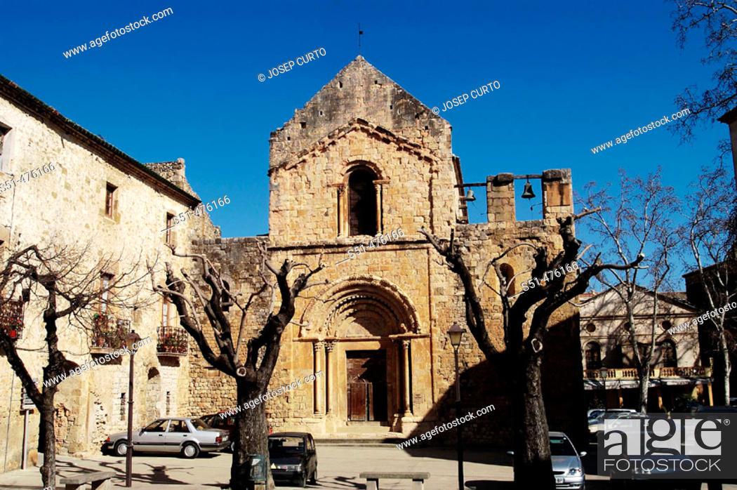 Photo de stock: St. Mary's church (12th century), Lladó. Alt Empordà, Girona province, Catalonia, Spain.