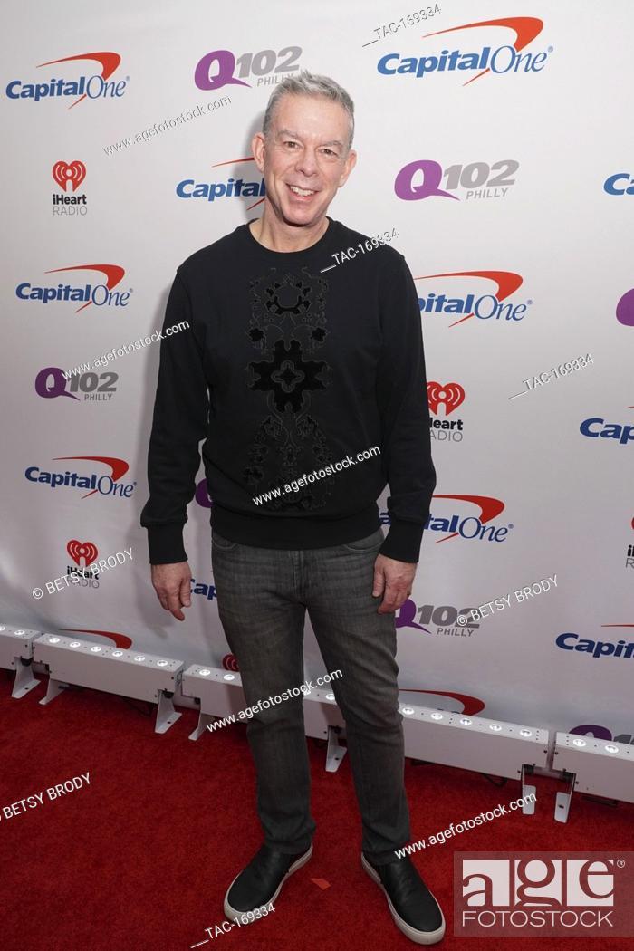 Imagen: Elvis Duran on the red carpet at Q102's Jingle Ball in Philadelphia,PA December 5, 2018.