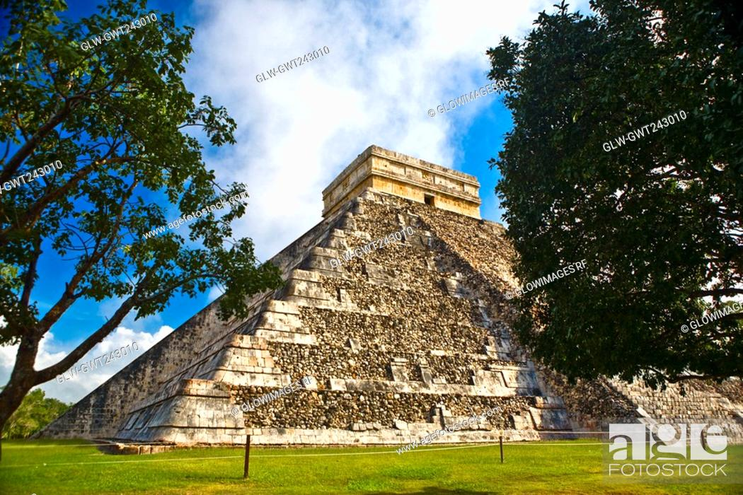 Stock Photo: Low angle view of a pyramid on a landscape, Chichen Itza, Yucatan, Mexico.