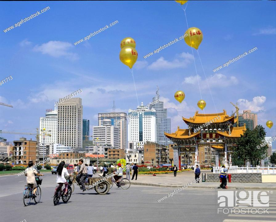 Stock Photo: China, Asia, Kunming, Yunnan Province, town, Kunming, city, Jinma Biji Square, archway, gates, gate, Golden horse gate.