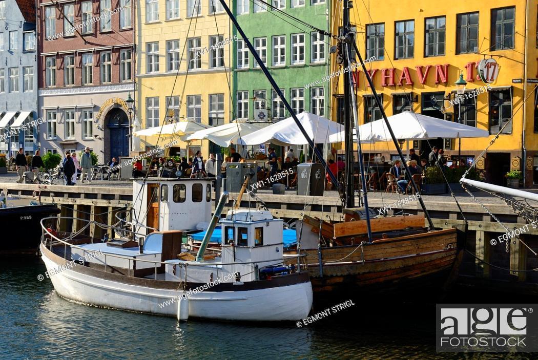 Imagen: historic boats at Nyhavn, Copenhagen, Danmark, Scandinavia, Europe.