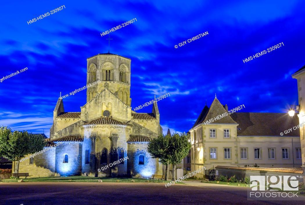 Stock Photo: France, Saone et Loire, Semur en Brionnais, labelled Les Plus Beaux Villages de France (The Most Beautiful Villages of France).