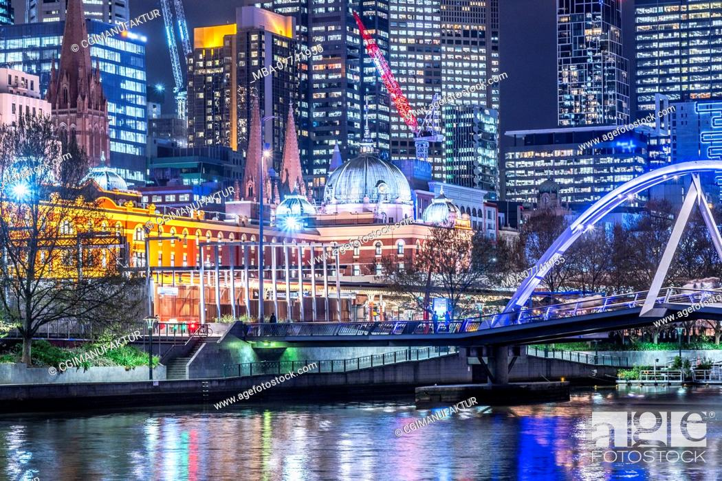 Stock Photo: Melbourne, town view at night.