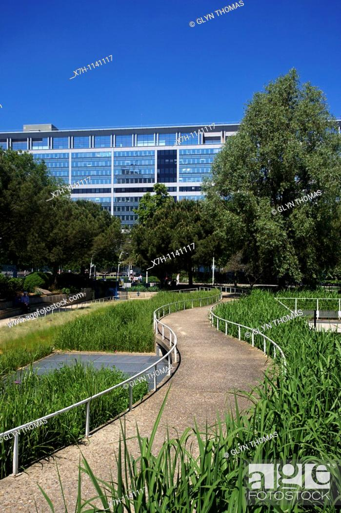 stock photo jardin atlantique gare montparnasse paris france - Jardin Atlantique
